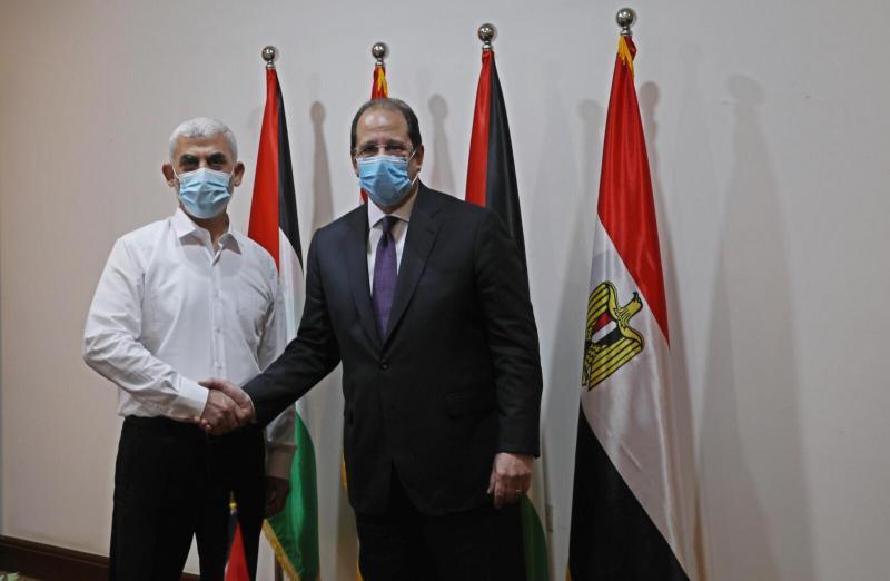 صحيفة تكشف أهم ما تم التوافق عليه في اجتماع حماس مع وزير عباس كامل