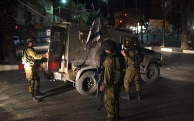 قوات الاحتلال تشن حملة اعتقالات ومداهمات في الضفة الغربية