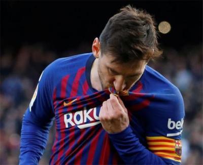 4 أرقام قياسية تنتظر بقاء ميسي مع برشلونة!