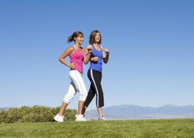 كيف يعزز المشي وظائف الدماغ؟