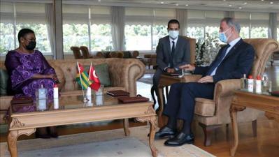 وزير الدفاع التركي يلتقي نظيرته التوغولية في إسطنبول