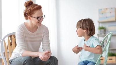 كيف تجعلين طفلك قادرا على التعبير عن مشاعره؟