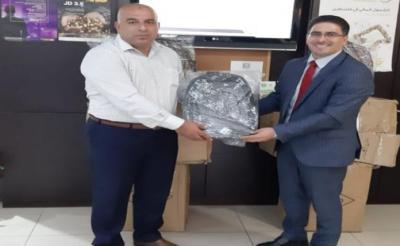 التنمية وبنك القدس توزعان حقائب مدرسية لأبناء الأسر المستفيدة
