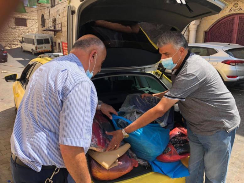 المباشرة في توزيع حقائب حملة الحقيبة الخيرية للفئات المستهدفة (صور)