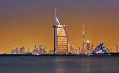 مساعدات مالية من جمعيات الإمارات