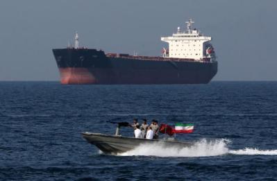 طهران: طالما استمر الطلب ستستمر إيران بإرسال المحروقات إلى لبنان
