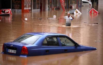 مقتل 40 شخصاً على الأقل جراء فيضانات شديدة شمال تركيا