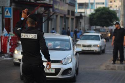 الشرطة بغزة: توقف سائقي سيارتين تسببا بدهس 3 مواطنات