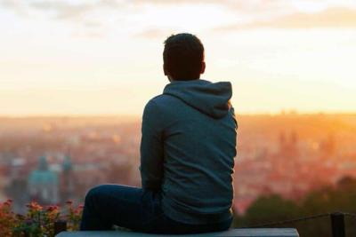 الجلوس لفترة طويلة له آثار ضارة على الصحة العقلية