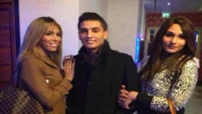 النجم محمد عساف غارق مع النساء الإسرائيليات (صورة)