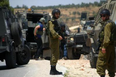 الاحتلال يصيب شابين في اقتحام بلدة قباطية ويشن حملة اعتقالات بالضفة