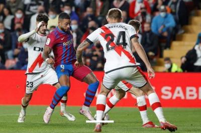 برشلونة يواصل الترنح ويخسر أمام رايو فاليكانو بهدف في الدوري الإسباني