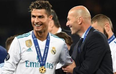 مانشستر يونايتد يتواصل مع زيدان بتوصية من رونالدو