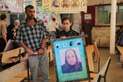 الاحتلال يحتجز الأسيرة نسرين أبو كميل على حاجز إيرز ويمنعها من دخول غزة