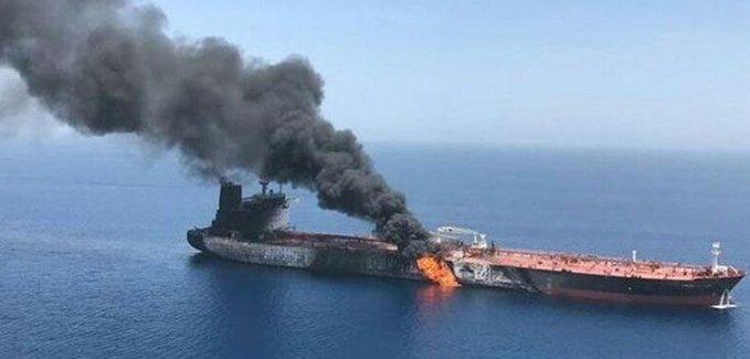 استهداف ناقلة نفطية قبالة سوريا وإيران تنفي