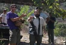 الضفة المحتلة.. المستوطنون يقطعون أشجار الزيتون ويعتدون على المزارعين الفلسطينيين