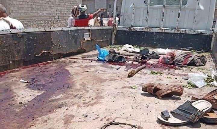 بالصور.. استهداف شاحنة لمرتزقة بدراجة مفخخة في زنجبار مخلفة قتلى وجرحى