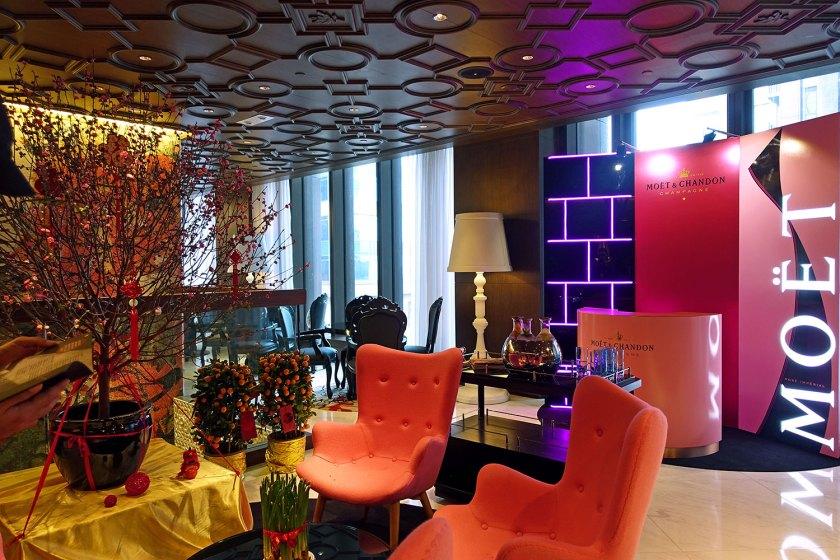 mira-moon-causeway-bay-hotel-reception