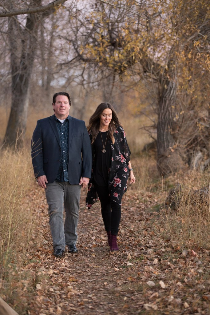 husband and wife, fall family photos, Fish Creek Park