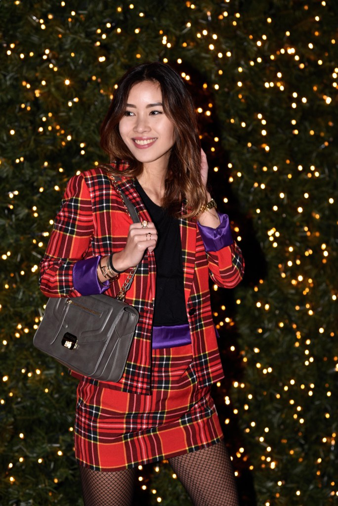 02-christmas-outfit-red-lumberjack-lumberjackie-festive-girl-fashion-hamburg-harbor-city-christmas-market