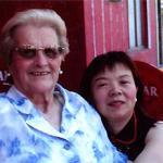 A la izquierda, Dolores M.L., de 87 años y con alzhéimer