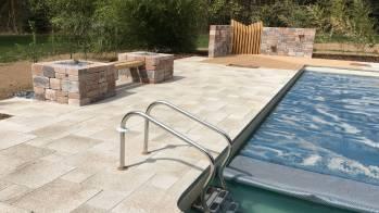 Aménagement d'entourage de piscine avec banc, Epinal