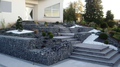 Aménagement d'escalier avec gabions et massifs arbustifs, Epinal