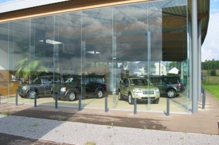 bornes_escamotables_magasin_voiture_1