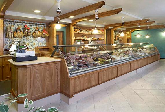 Realizzazione arredamenti per gastrononie  AMA Arredamenti  Arredamenti su misura  Brescia