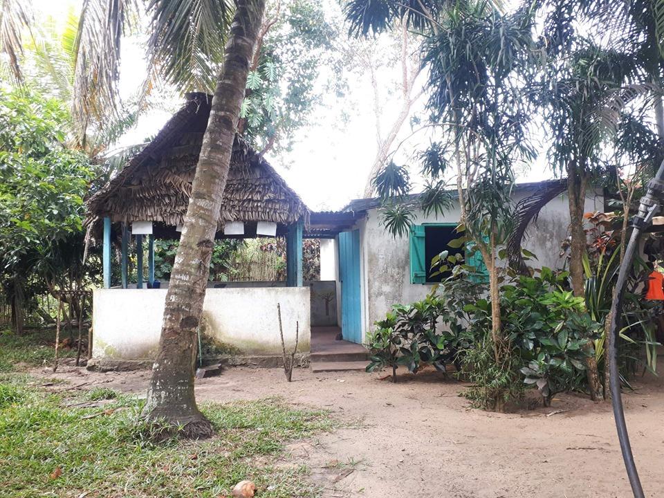 Extérieur de la cuisine du centre Nomema à Mahambo