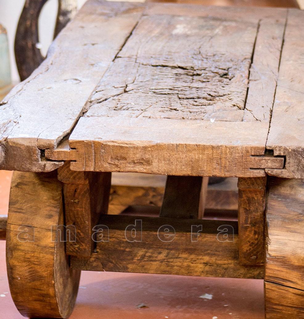 Table basse en pin ancien table de salon originale avec ses roues