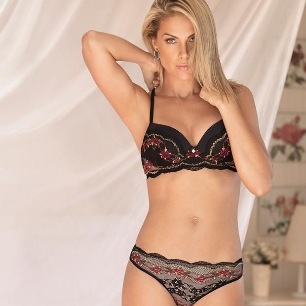 cd72b3918 ... desde camisolas até lingeries mais sensuais. Analisando as fotos abaixo