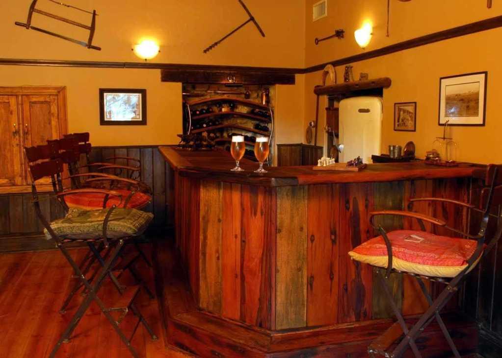 Reed Valley Inn   Accommodation   Bar