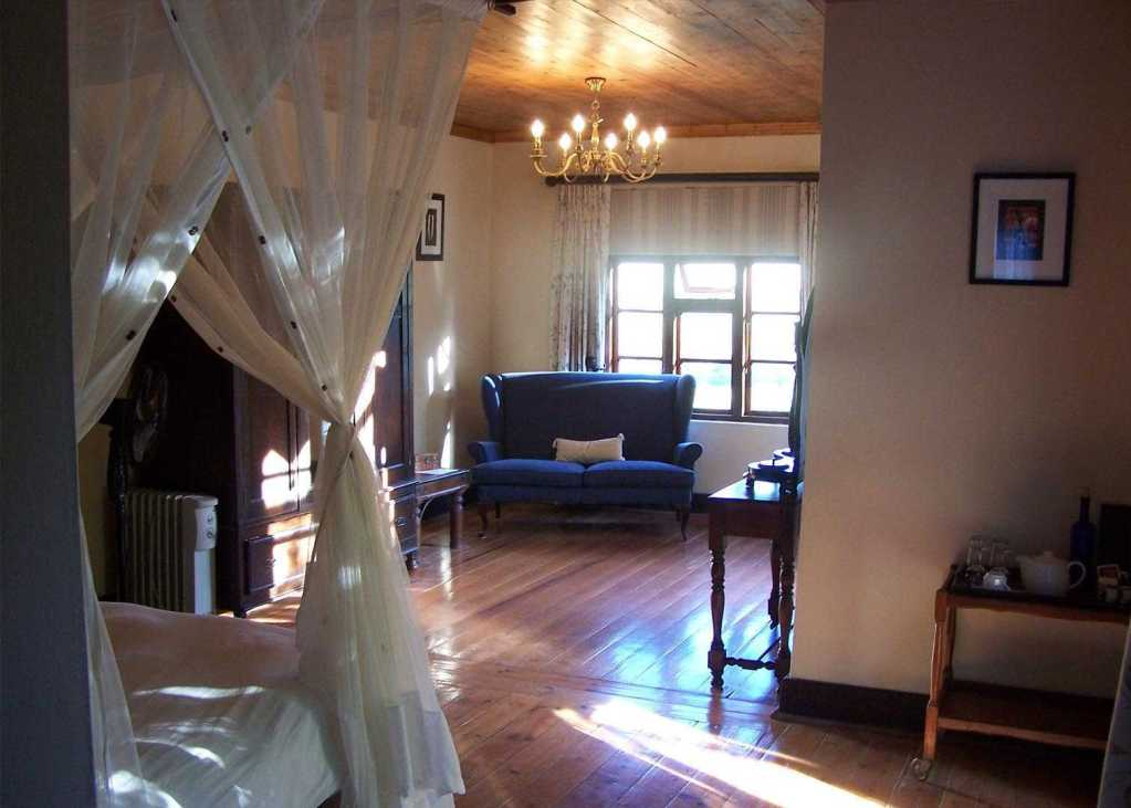Reed Valley Inn   Accommodation   Room Interior with Lounge