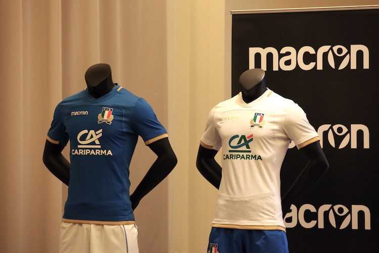 f8cb78c69 nuove-maglie-rugby-italia-macron-home-away.jpg?resize=750,500