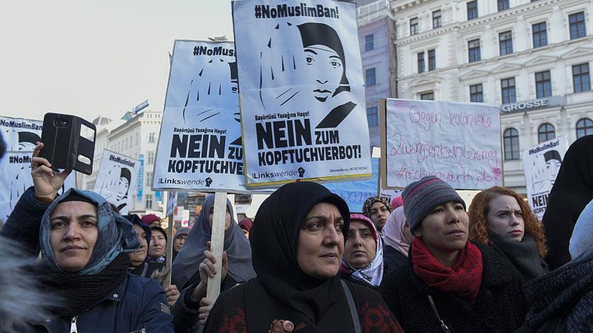 Temui Otoritas Islam, Kanselir Austria Tetap Bersikeras Larang Jilbab