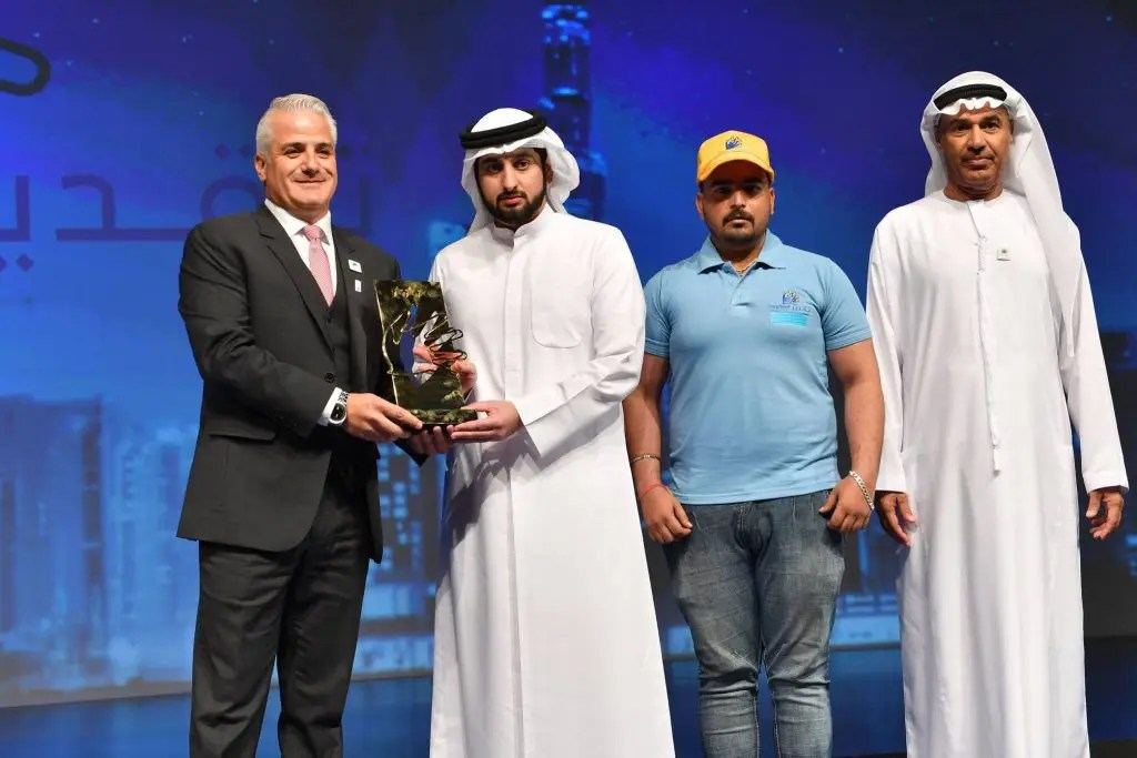 Richard Abboud, Amana UAE General Manager, receives the Taqdeer Award