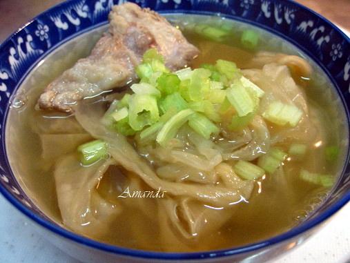 高麗菜乾燉排骨湯-湯頭濃郁清香
