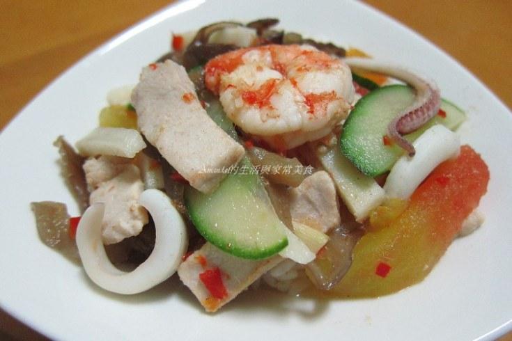 中卷,小黃瓜,木耳,海鮮,燴飯,瘦肉,透抽,酸辣,鮮蝦 @Amanda生活美食料理