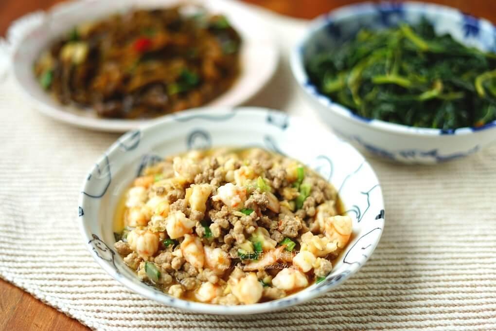三色蛋,咖哩,洋蔥鮪魚炒蛋,肉丸,肉燥,蝦鬆,豆腐