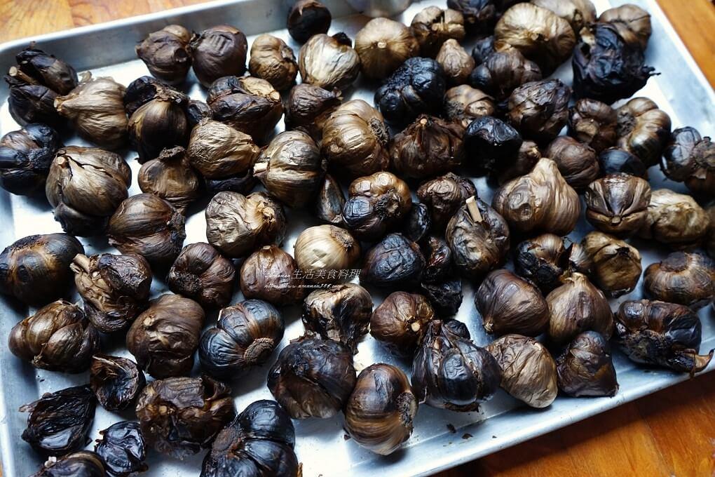 發酵蒜頭,自製黑蒜,自製黑蒜頭,蜜餞蒜頭,電子鍋蒜頭,黑蒜,黑蒜用電子鍋,黑蒜頭,黑蒜頭料理,黑蒜頭電子鍋推薦