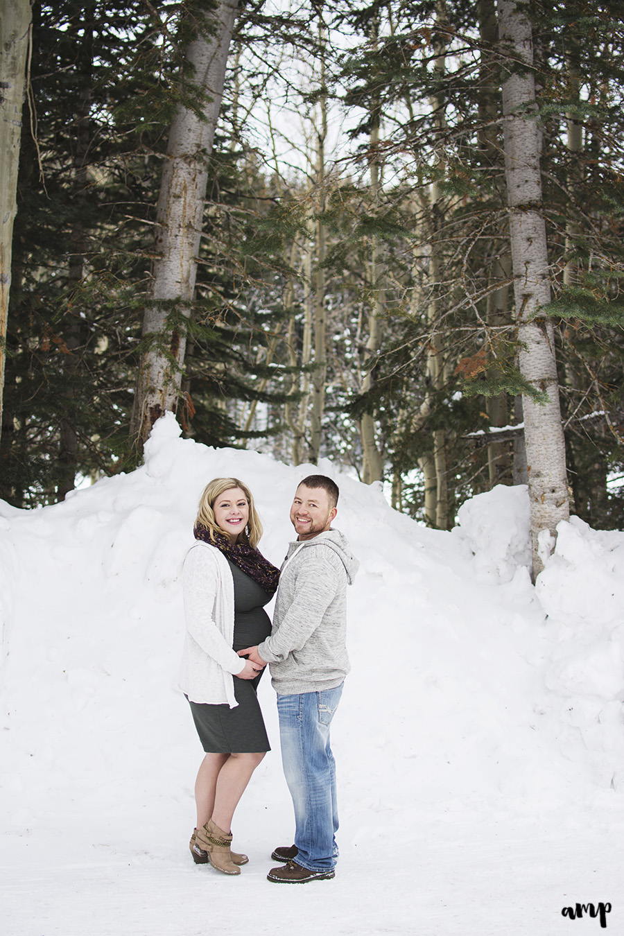 Winter Maternity Photos | Grand Junction Colorado | amanda.matilda.photography
