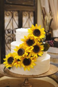 Sunflower Cake | Simply Cakes by Camberly (photo by amanda.matilda.photography)