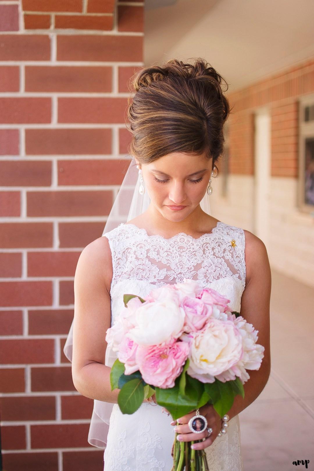 Bride with her pink wedding bouquet