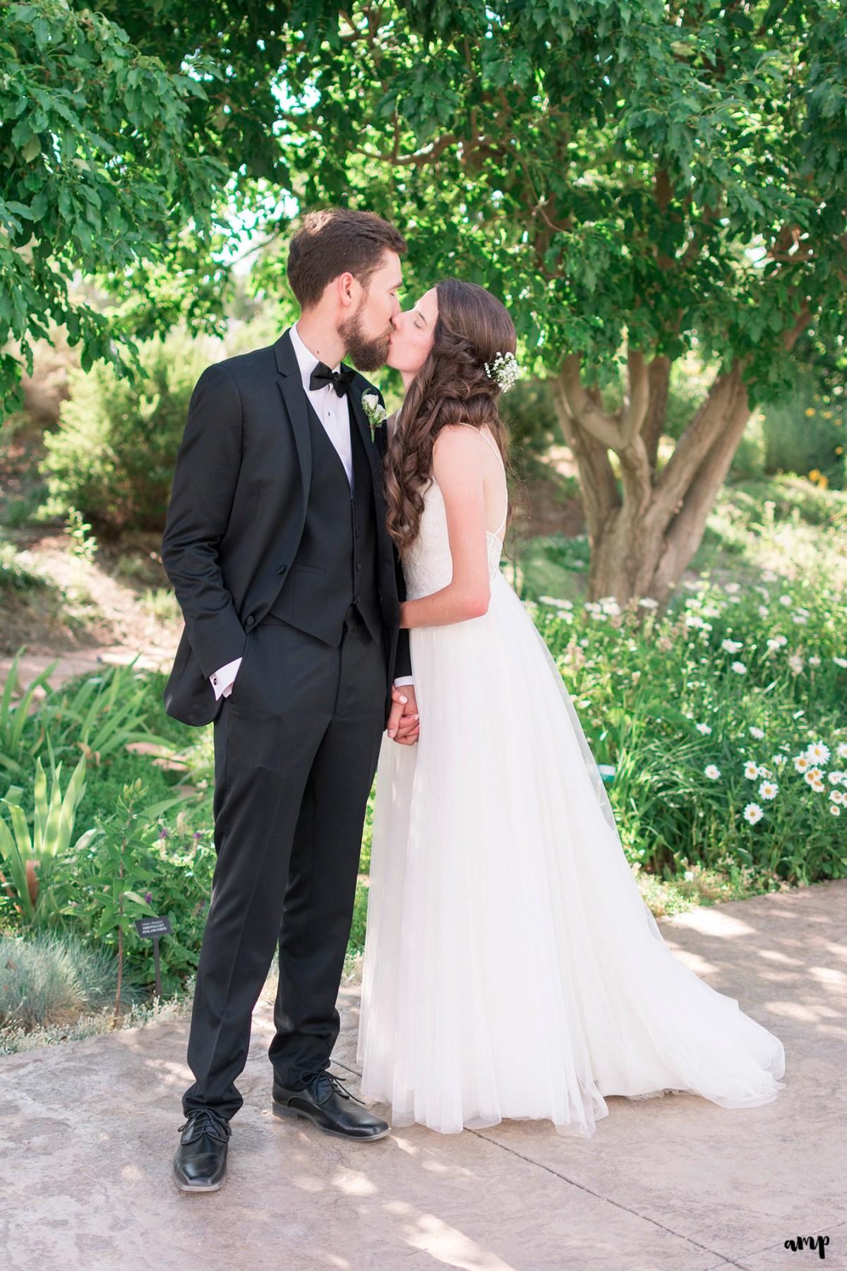 Bride and groom kissing in the Montrose Botanic Garden