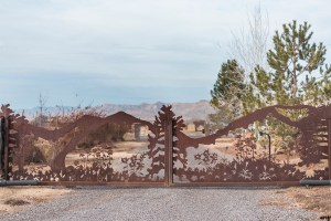 Mountain gate at Mountain View Farm | Western Slope Wedding Venues with amanda.matilda.photography