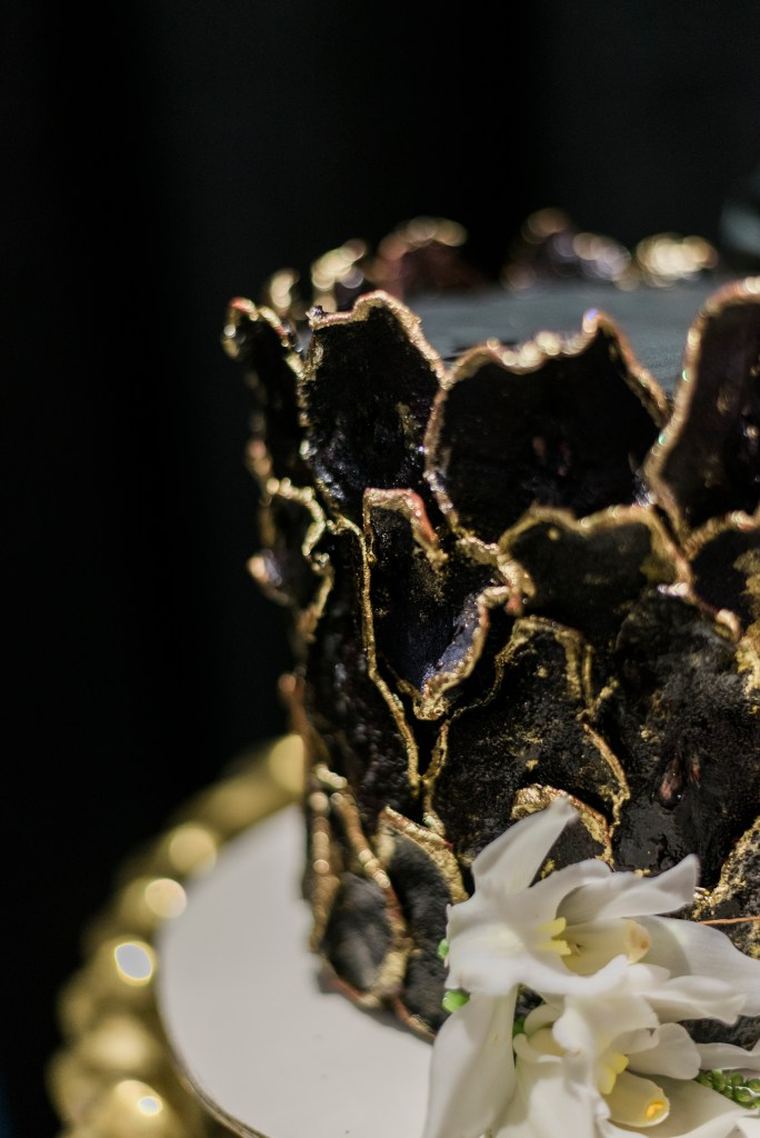 Moody black cake from Sweet Kiwi   Grand Junction weddings   amanda.matilda.photography