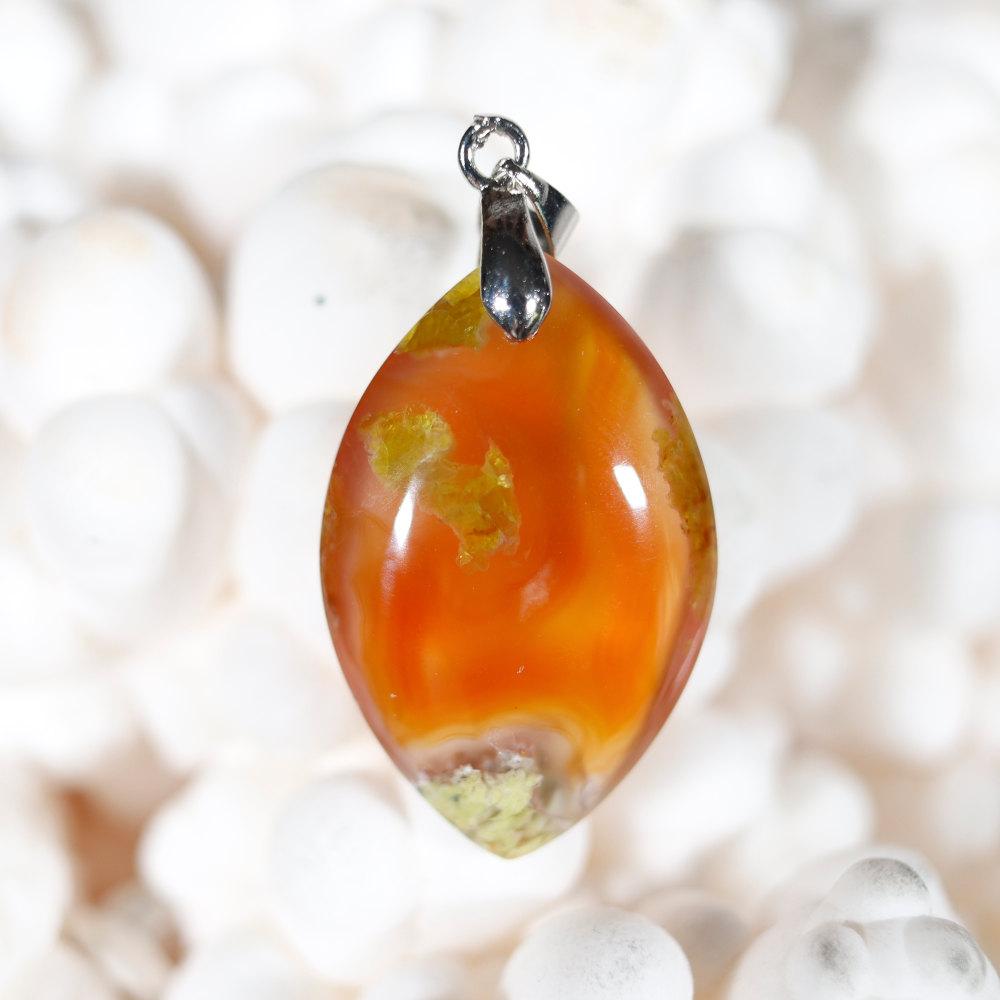 Modèle 2 de pendentif en opale cornaline
