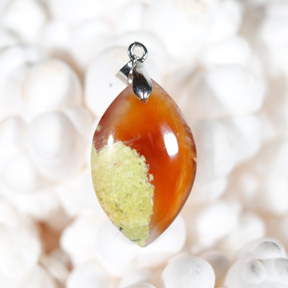 Modèle 1 de pendentif en opale cornaline