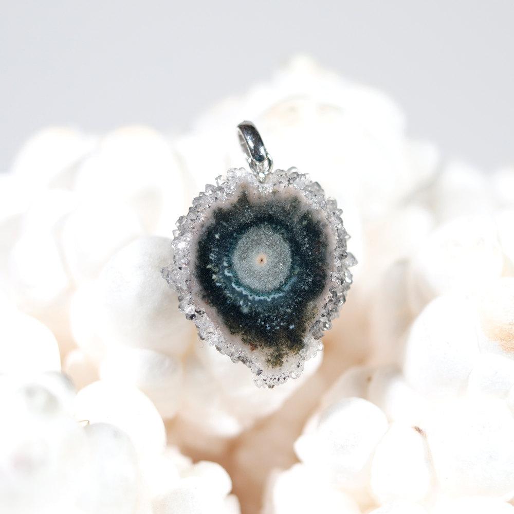 Modèle 6, pendentif en fleur d'améthyste